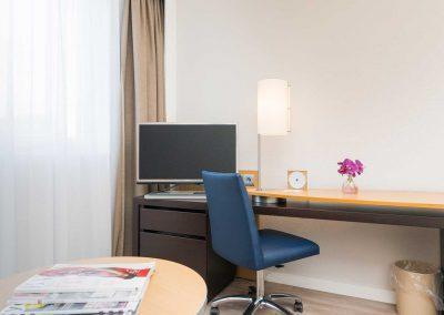 Novotel Hotel Maastricht - Hotelkamer werkdesk en TV